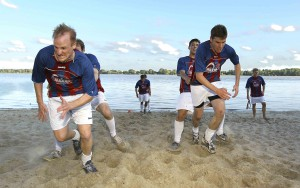 Fussball Oberliga VfL Pinneberg Saisonstart , Training am Elbstrand